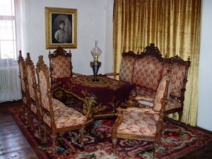 V tomto múzeu sa nachádzal dobový nábytok, obrazy rodových erbov a predmety dennej.